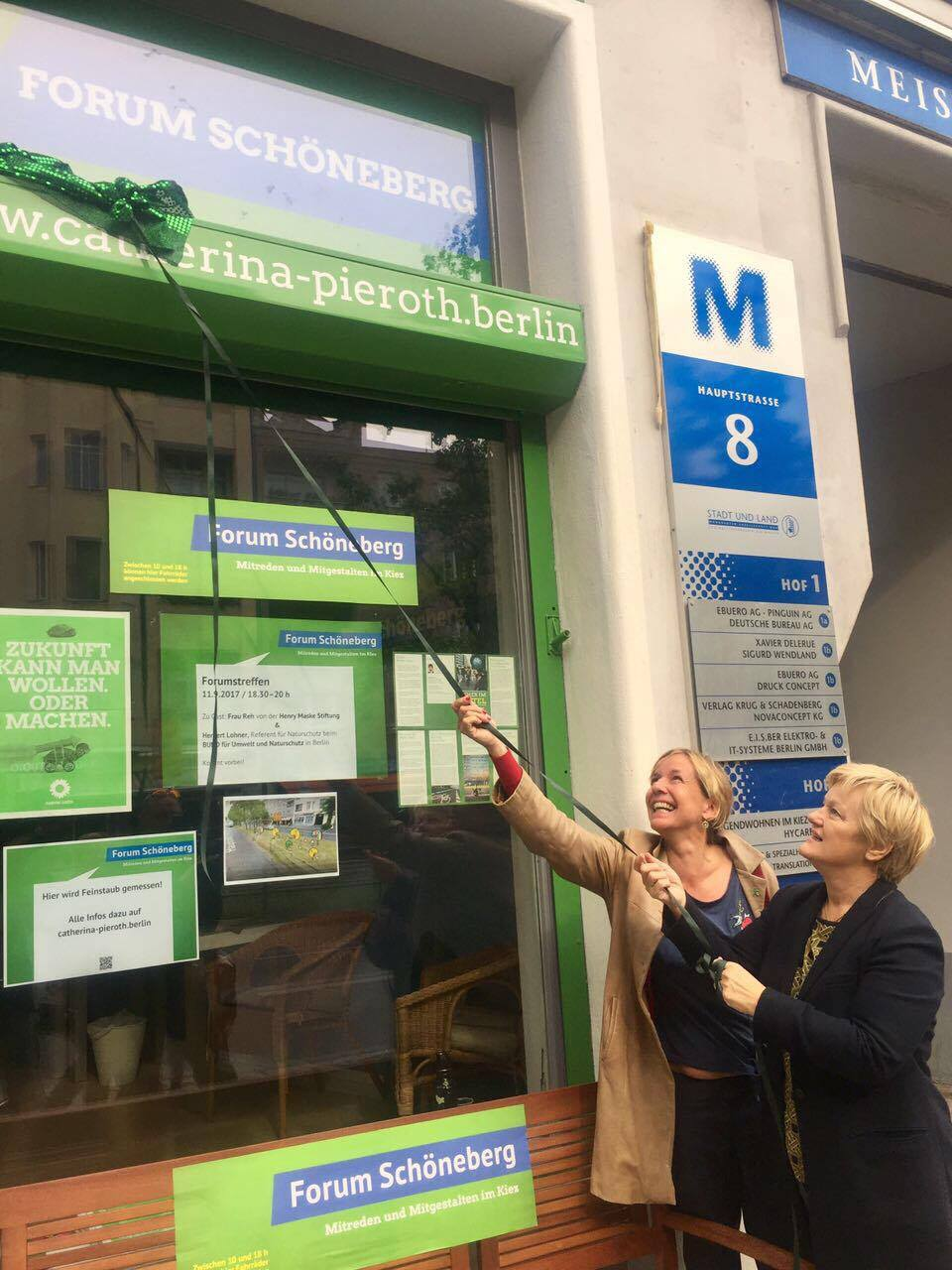 Feinstaubsensor am Forum Schöneberg eingeweiht